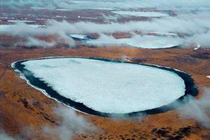 Siperian tundralle on syntynyt useita kraattereita. Ikirouta on alkanut sulaa.