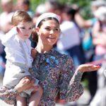 Ruotsin kruununprinsessa Victoria haluaa olla omille lapsillensa enemmän läsnä kuin hänen vanhempansa olivat 1980-luvulla. Prinssi Oscar, 2, on perheen kuopus.