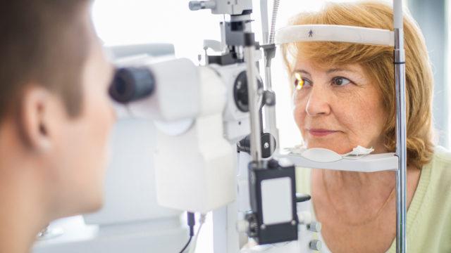 Silmälääkärin vastaanotolla