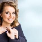 Laulaja ja Radio Nostalgian aamujuontaja Susanna Heikki.