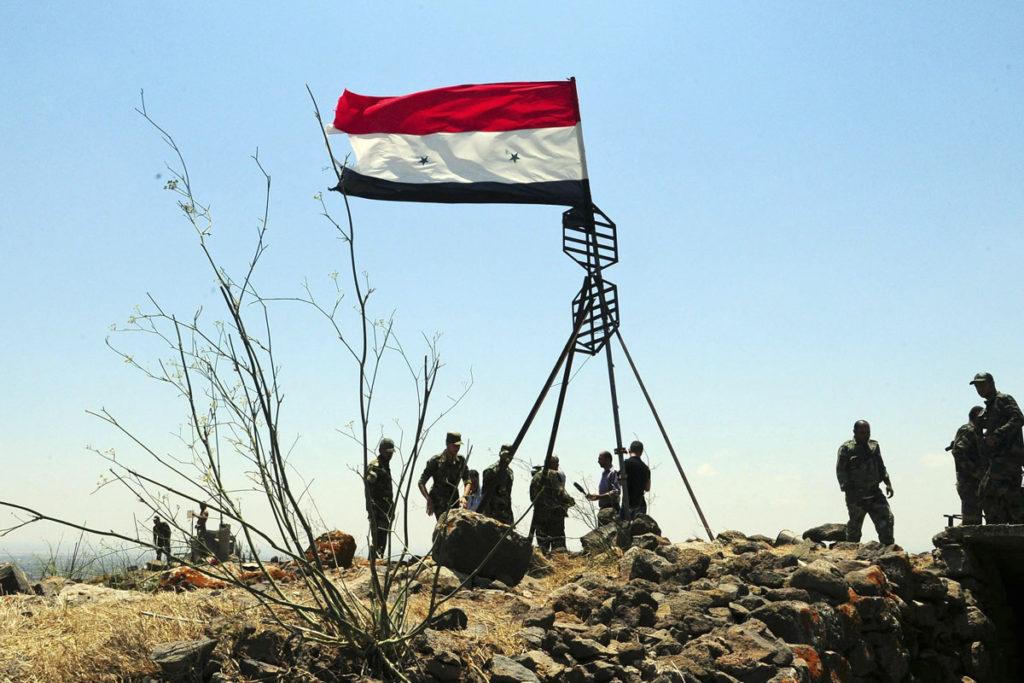 Syyrian armeijan sotilaat juhlivat strategisesti tärkeän kukkulan valtausta Daraassa 22. heinäkuuta 2018.