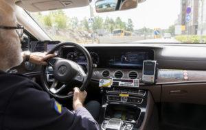 Taksinkuljettaja auton ratissa, kuvituskuva