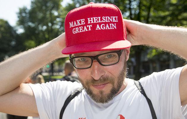 """Espoolainen Sami Viitanen osti kioskilta itselleen """"Make Helsinki Great Again"""" -lippalakin"""
