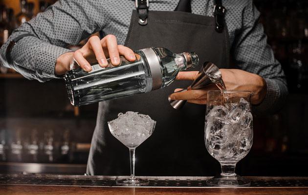 Vladimir Putinin ja Donald Trumpin huippukokous Helsingissä inspiroi baarimikotkin tekemään Trumputin-teemaansopivan drinkin.