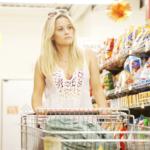 Reese Witherspoon näyttelee päähenkilö Mudin rakastettua Juniperia.