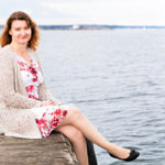 Anne on eronnut kahden ala-aste-ikäisen lapsensa isästä ja asuu lastensa ja koiransa kanssa Helsingissä. Yhden aikuisen taloudessa äidin jaksamiselle löytyy paljon käyttöä.