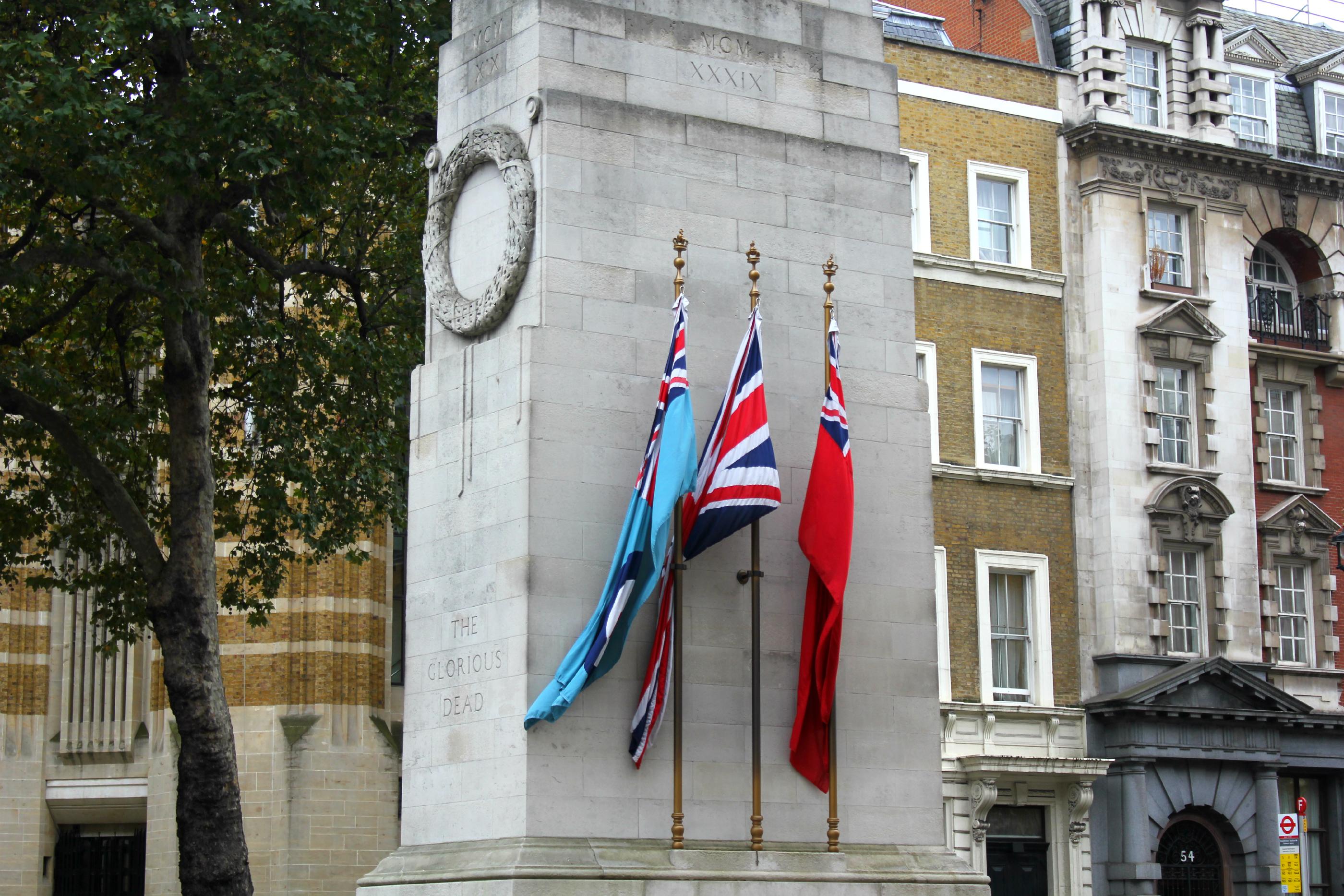 Iso-Britannian lippuja Lontoossa.