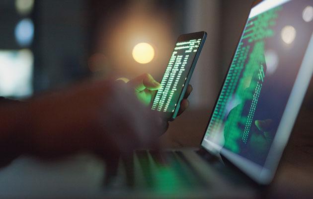tietokone ja älypuhelin