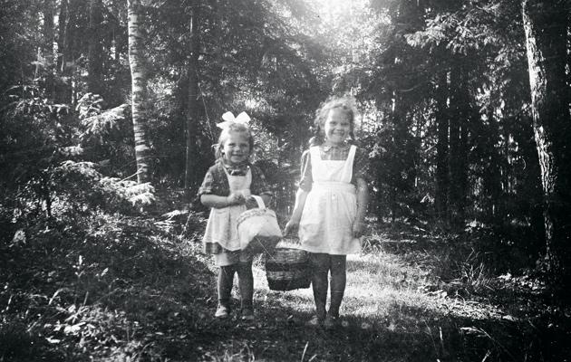 Leena sisarensa Maijan kanssa