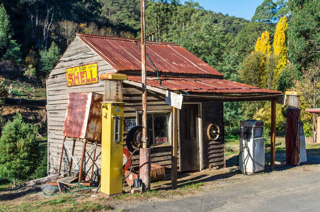 Shellin bensa-asema Woods Pointissa Australiassa.
