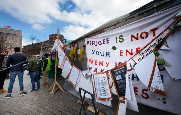 Turvapaikanhakijoiden Oikeus elää -leiri Rautatientorilla