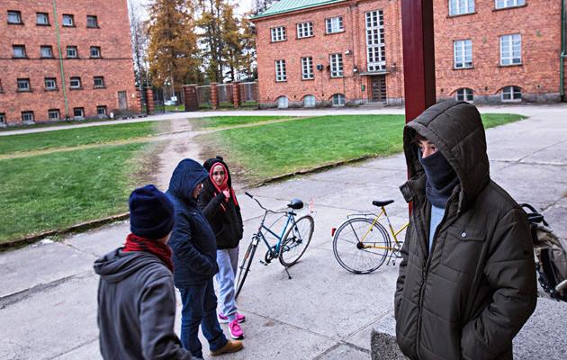 Oikeusapua tarvinnut afgaanimies vietti viimeiset suomalaispäivänsä täällä Joutsenon vastaanottokeskuksessa.