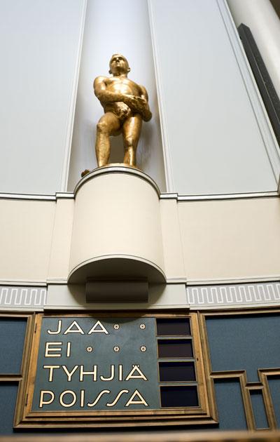 Eduskunnan täysistuntosali Helsingissä.