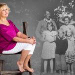 """Hakalin ulkorakennuksen edessä otettu valokuva on ainoa potretti, jossa on  koko Litmasen perhe. Eeva miettii, olisiko kiinnostus sukuun syntynyt aiemmin, jos perhe ja suku olisivat olleet eheät. """"Vanhempien eron jälkeen tapasin isää satunnaisesti. Ei niinä kertoina sukellettu historian syviin vesiin."""""""