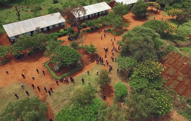 Ilmakuva Haraghushayn koulusta.