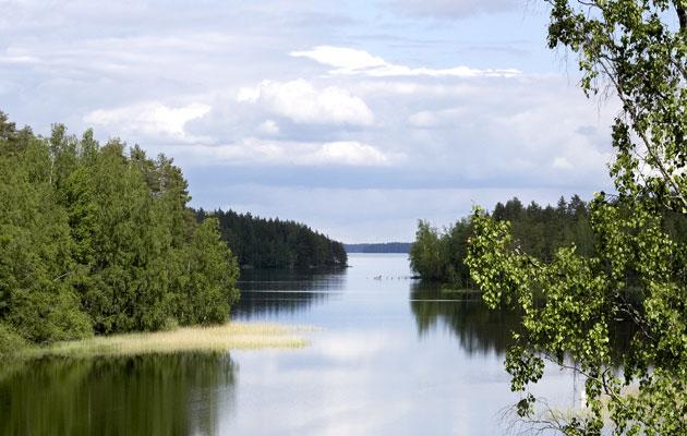 Kumpaa aikaa suomalaiset suosivat kesäaikaa vai talviaikaa? Vai haluavatko he jatkossakin siirrellä kelloja?