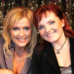 Nina Tapio ja Hanna-Riikka Siitonen Euroviisukarsinnoissa vuonna 2005.