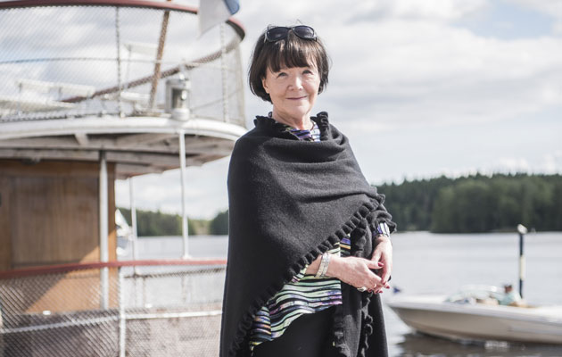 Kirjailija Outi Pakkanen antaa lukuvinkkejä syksyn uusista kirjoista.