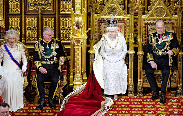 Kuvassa Camilla (vas.), Charles, Elisabet II ja Philip
