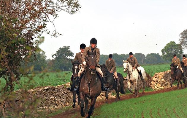 Charles ja Camilla ikuistettiin yhteisellä ratsastusretkellä
