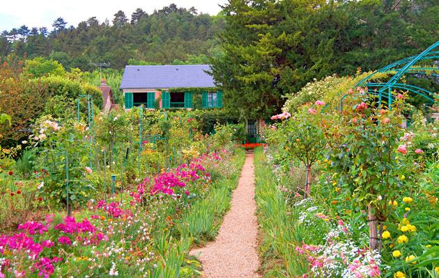 Ruusut ovat olennainen osa englantilaista puutarhaa.