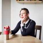 """Saara Toivonen muistuttaa, että mielenterveysongelmien takia on vaikea päästä hoitoon. """"Jouduin jopa itse sanelemaan lausuntoni terapiaan, koska lääkärini ei sitä osannut tehdä. En olisi osannut sitä itsekään ilman sosiaalityön opintojani."""""""