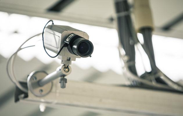 Tarkkaileeko poliisi Oulussa koululaisia valvontakameroilla?
