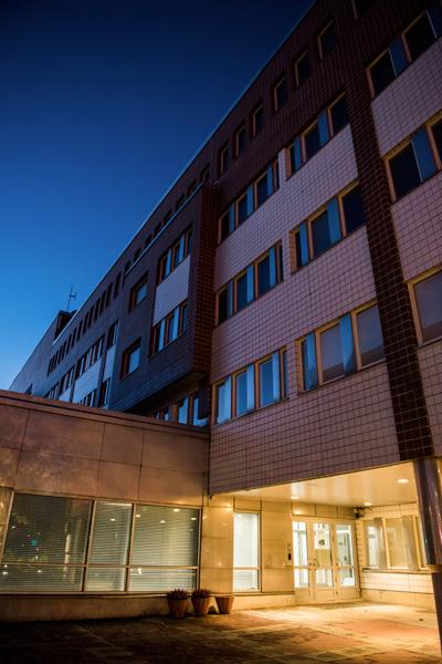 Mittaukset ja remontti eivät korjanneet sisäilmaongelmia Oulun poliisitalossa.