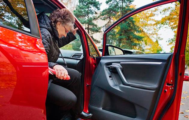 Lisäkahva autossa