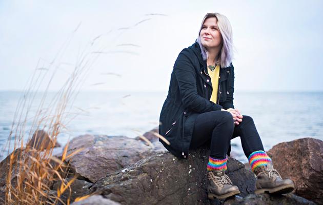 ADHD-diagnoosi oli helpotus. Huonoina hetkinä Hanna hakee rauhaa luonnosta – sammaleisilta kallioilta, hiljaisilta metsäpoluilta ja aaltoilevan veden ääreltä.