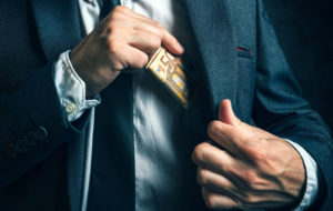 Korruption kitkeminen lienee mahdotonta.