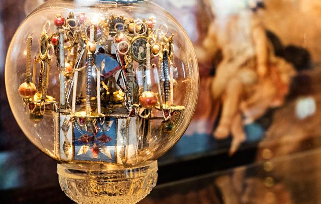 Kotkan ortodoksisen seurakunnan suurin lasipallo