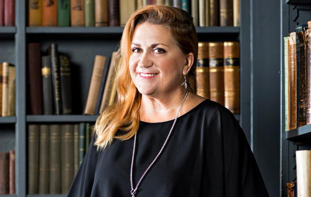 Anja Snellman on kirjailija, yleis- ja seksuaaliterapeutti sekä toimittaja.