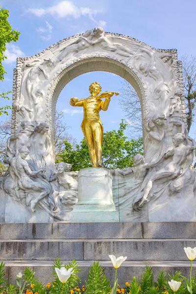 Johann Straussin muistomerkki