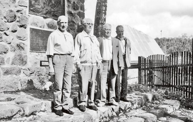 Rautu-Sakkolan lahjoitusmaatalonpoikien muistomerkkiä vuonna 1936
