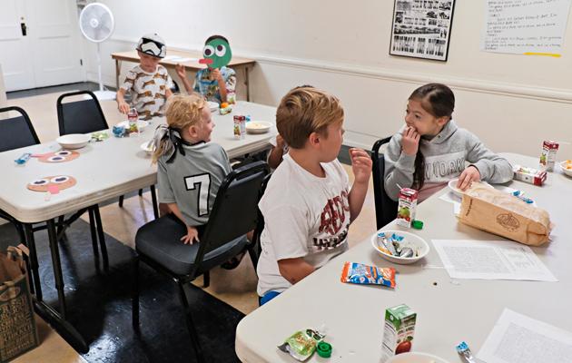 Suomi-koulussa kieltä opitaan leikin ja yhdessäolon kautta.