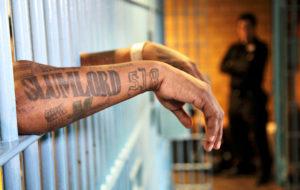 Vankeja ja ihmisiä