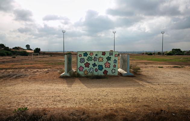 Jalkapallokentällä on suoja tarkka-ampujien varalta