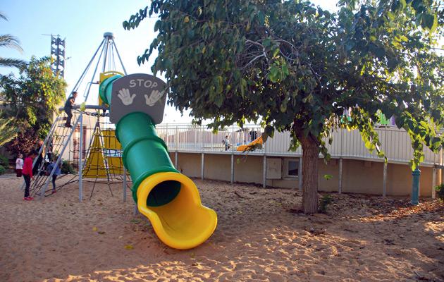 Lasten leikkipaikka ja pommisuoja