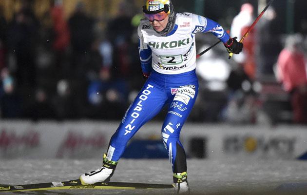 Oulun Hiihtoseuran Riitta-Liisa Roponen hiihtää naisten viestissä (3x5 km, vapaa) maastohiihdon Suomen cupissa Vantaalla 16. tammikuuta 2019.