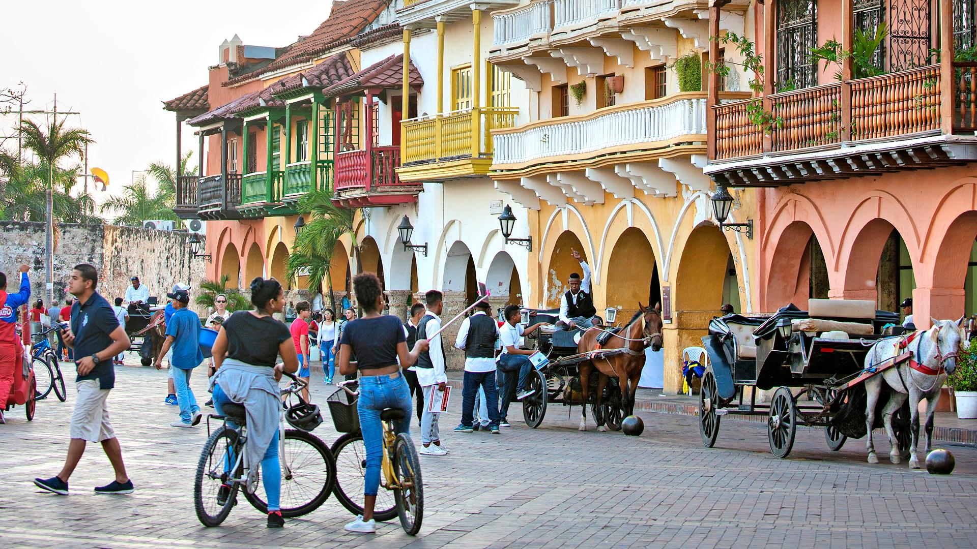 Vanhan kaupungin värikkäät talot