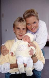 Matti ja Pia Nykäselle syntyi tyttövauva vuonna 1990.