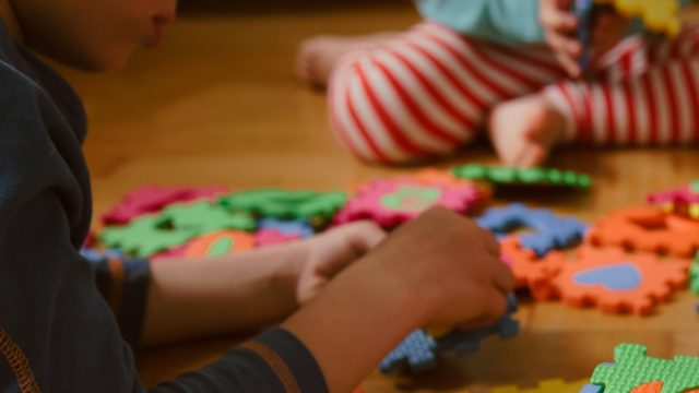 Lapset, joilla on erityisen tuen tarve, kaipaavat muita enemmän hoitoa ja päiväkodille siitä aiheutuu lisää kuluja.
