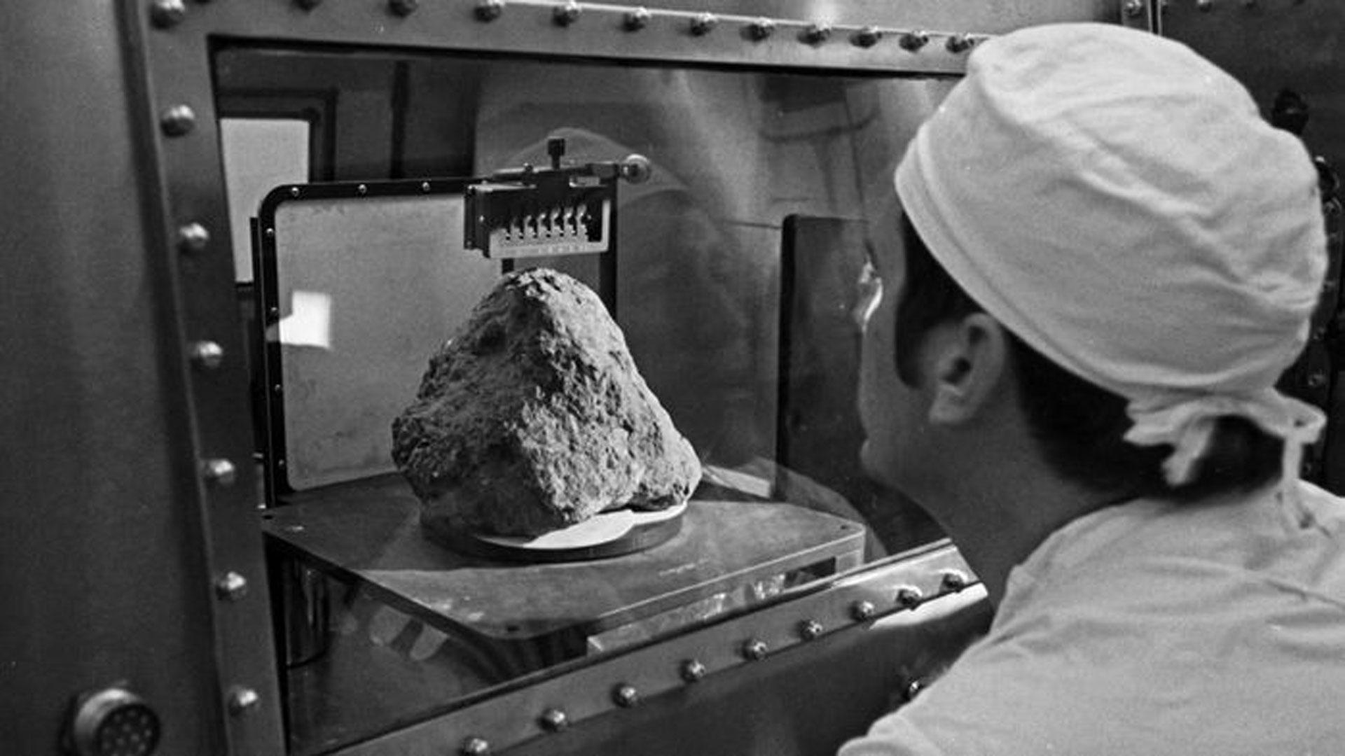 Neljä miljardia vuotta vanha kivi löytyi Kuusta läheltä Apollo 14:sta laskeutumispaikkaa.
