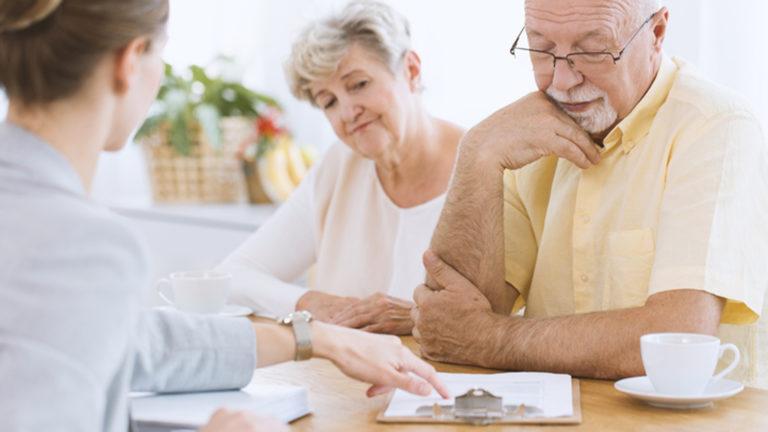Elämä jatkuu työelämän jälkeen: Mitä vakuutuksia seniorilla tulisi olla?