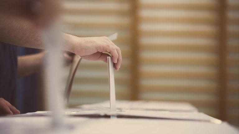 Väistyvällä ministeri Jari Lepällä on tarve vaikuttaa äänestäjiin.
