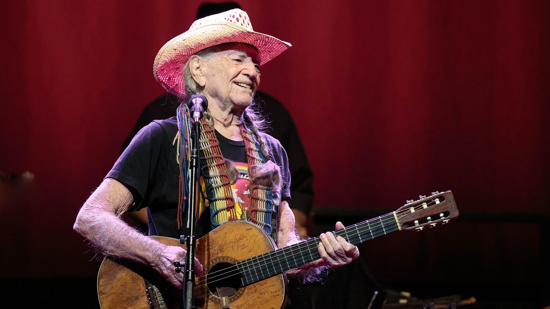 Kannabisyrittäjä Willie Nelson uudenvuodenkonsertissa Austinissa Teksasissa 31.12.2018.