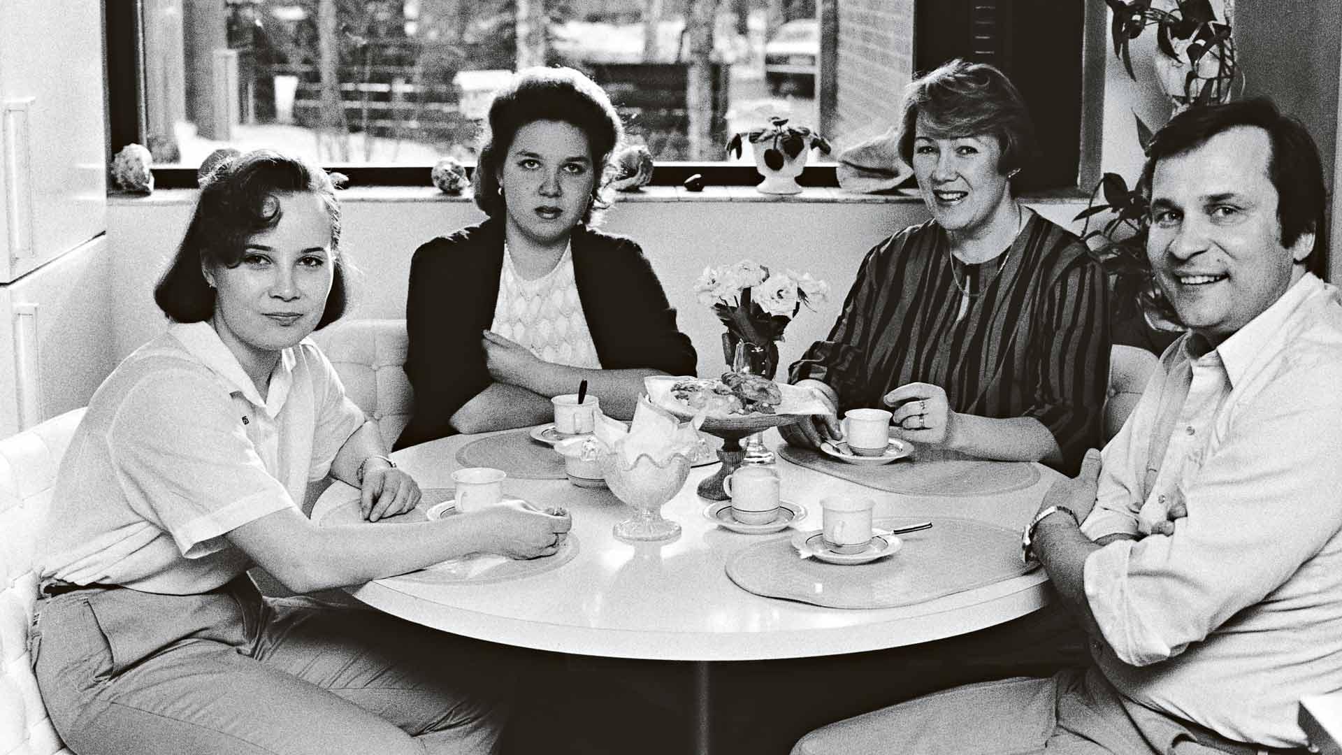 Reijo, Anita sekä tyttäret Satu ja Krista