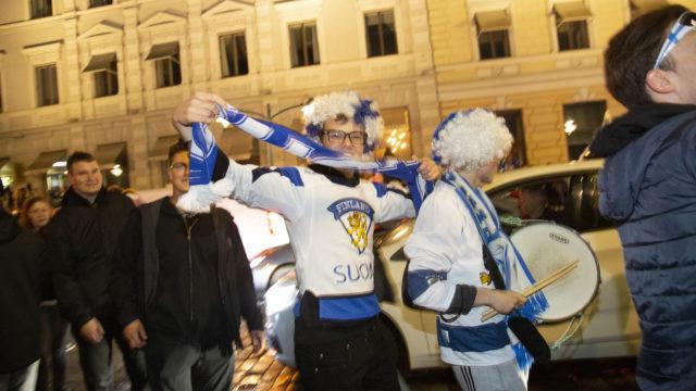 Juhlijoita tuli 10 000 Kauppatorille maailmanmestaruuden ansioista.