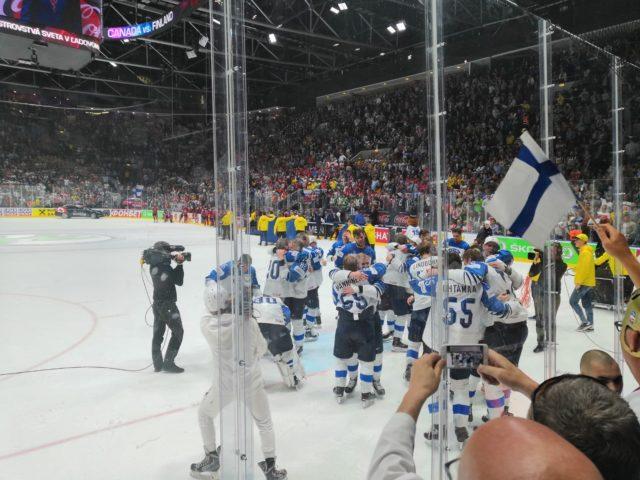 Tunnelma oli jääkiekon MM-otteluissa korkealla.